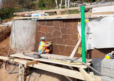 Stützmauer mit Natursteinoptik