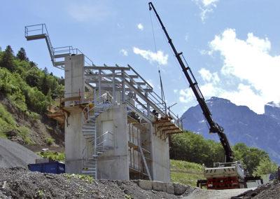 Talstation während der Stahlbaumontage